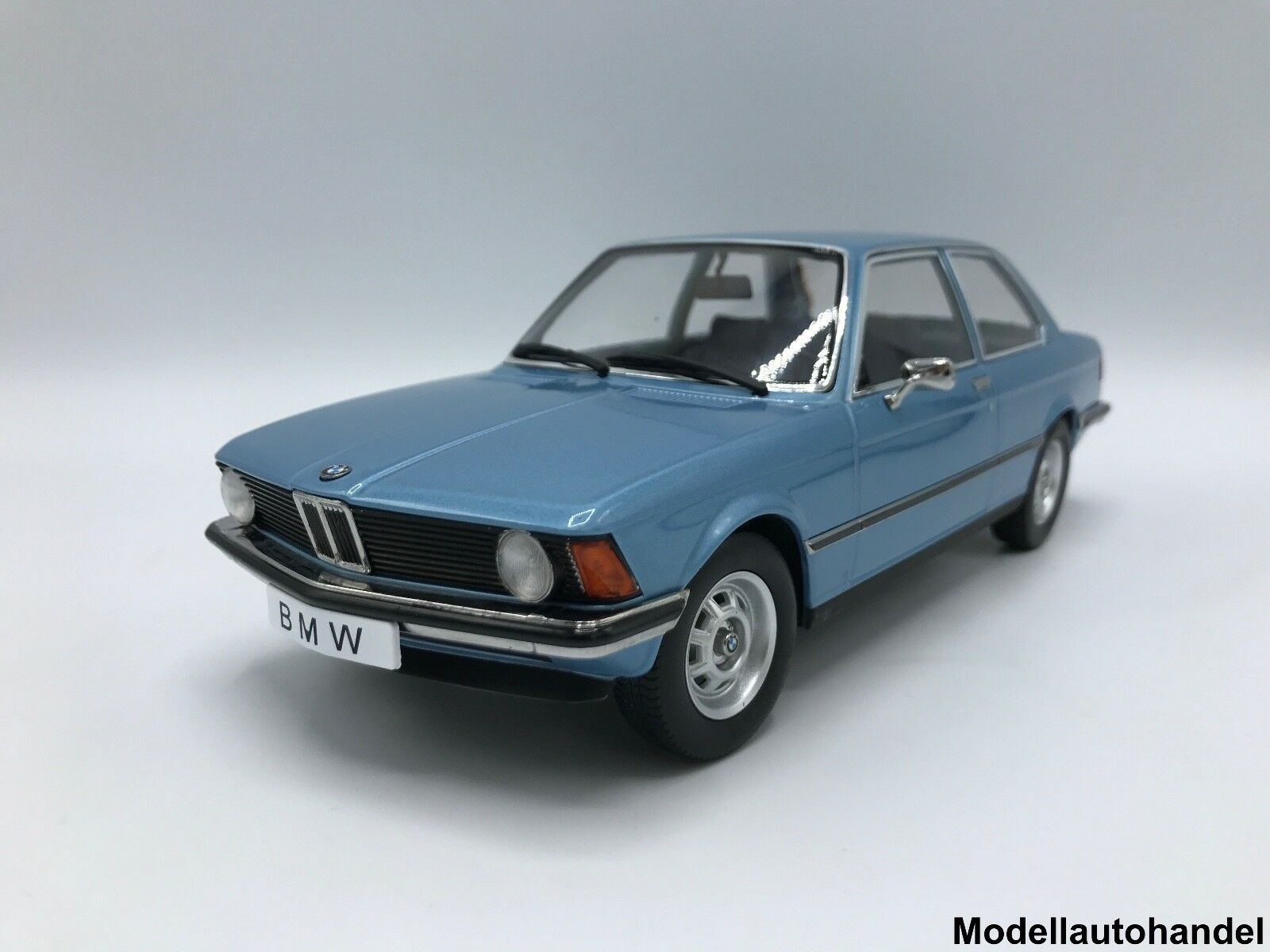 bmw 318i e21 3er 1975 metallic hellblau 1 18 kk scale eur 69 90 picclick de. Black Bedroom Furniture Sets. Home Design Ideas