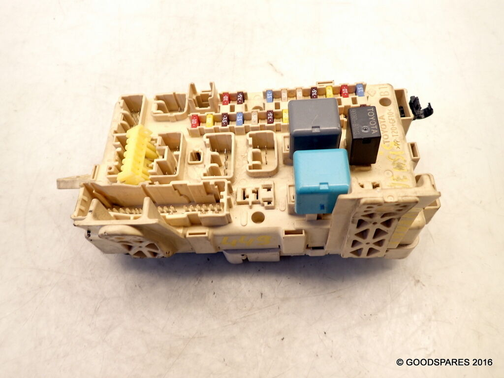 Fuse Box 82641 Ca020 F 06 Toyota Avensis 20 D4d Hatch Ref449 In 1 Of 1only Available