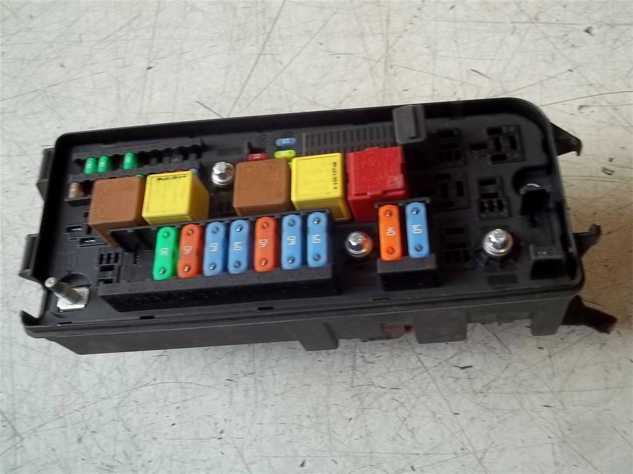 2005 Vauxhall Vectra C Hatchback Sxi 18 16v Fuse Box 13187505 Astra X Reg 1 Of 1only Available