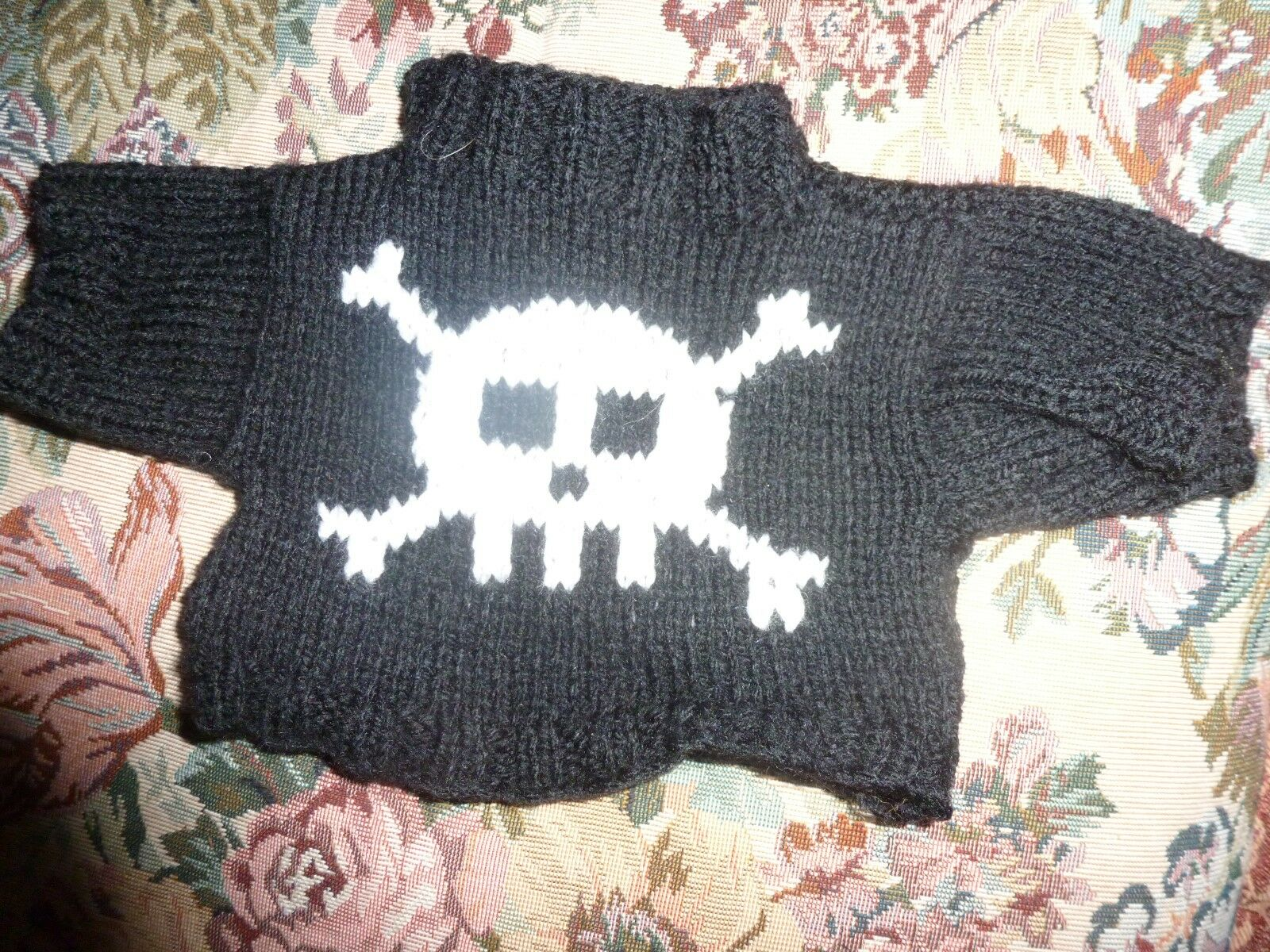 Knitting Pattern Pirate Jumper : Bn Hand Knitted Pirate Jumper With White Skull & Crossbones To Fit Build ...