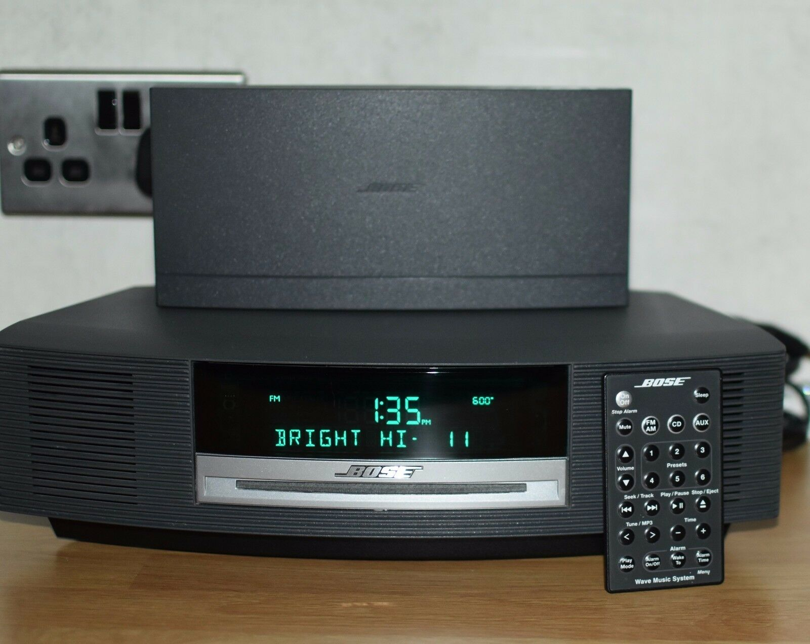 bose wave music system model awrcc5 cd player radio alarm. Black Bedroom Furniture Sets. Home Design Ideas