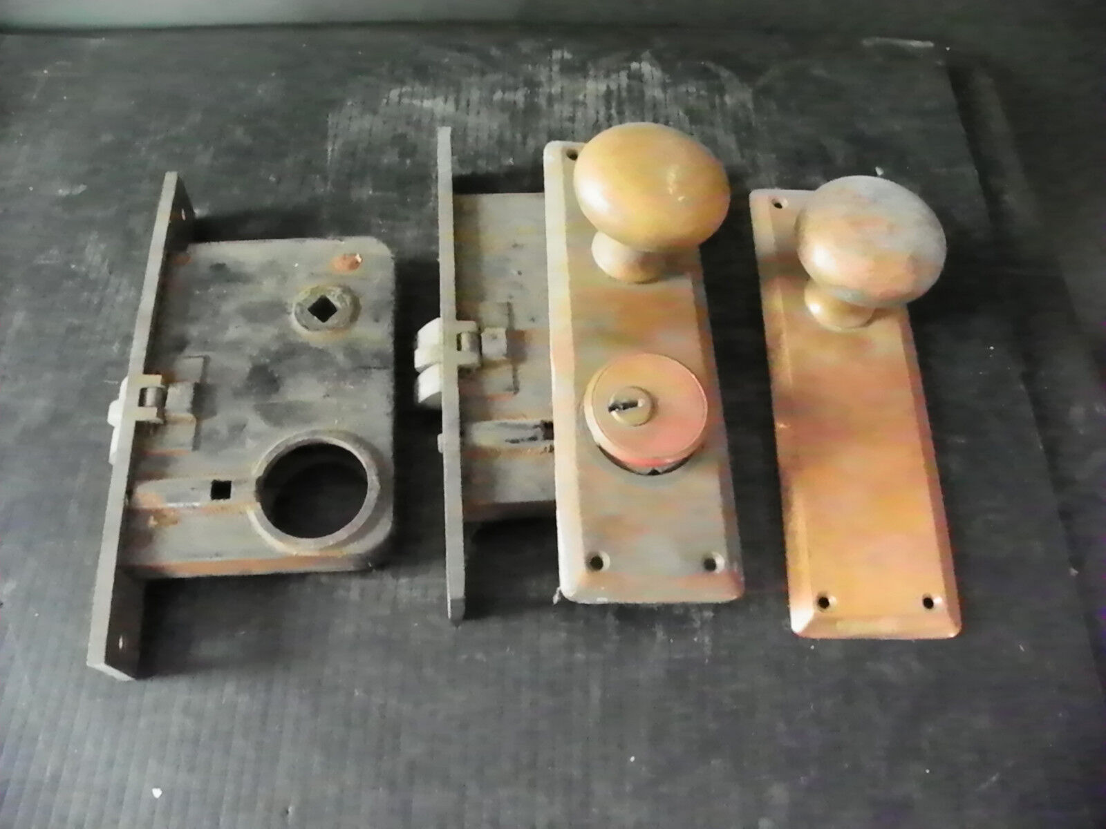 ANTIQUE HEAVY BRASS EXTERIOR LOCK WITH PLATES KNOBS (xtra lock for repair)  6292