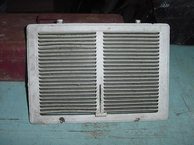ANTIQUE PRIMITIVE VINTAGE HEATING VENT TIN 30s 40s 12 x 8