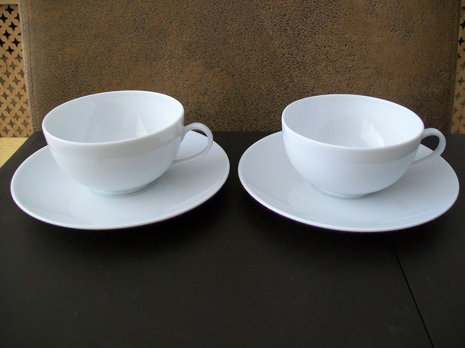 Two limoges cups and saucers maison de la porcelaine for Maison de la porcelaine