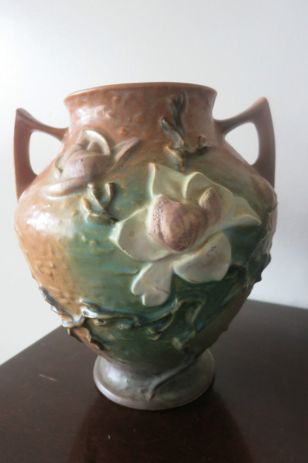Roseville art pottery brown magnolia pattern 92 8 two for Pottery patterns