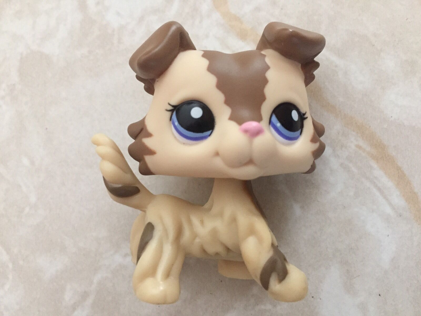 The LITTLEST PET SHOP MAGIC MOTION TREEHOUSE includes an Chipmunk, a WALKABLES Pet that's ready to climb, swing, and jump her way into your heart.