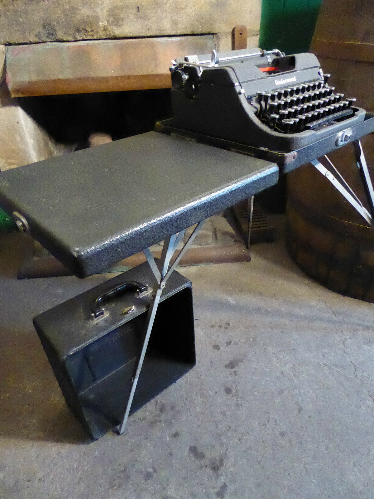 """1942 Underwood Champion """"Correspondent"""" with Fold out Table ~ Superb Condition"""