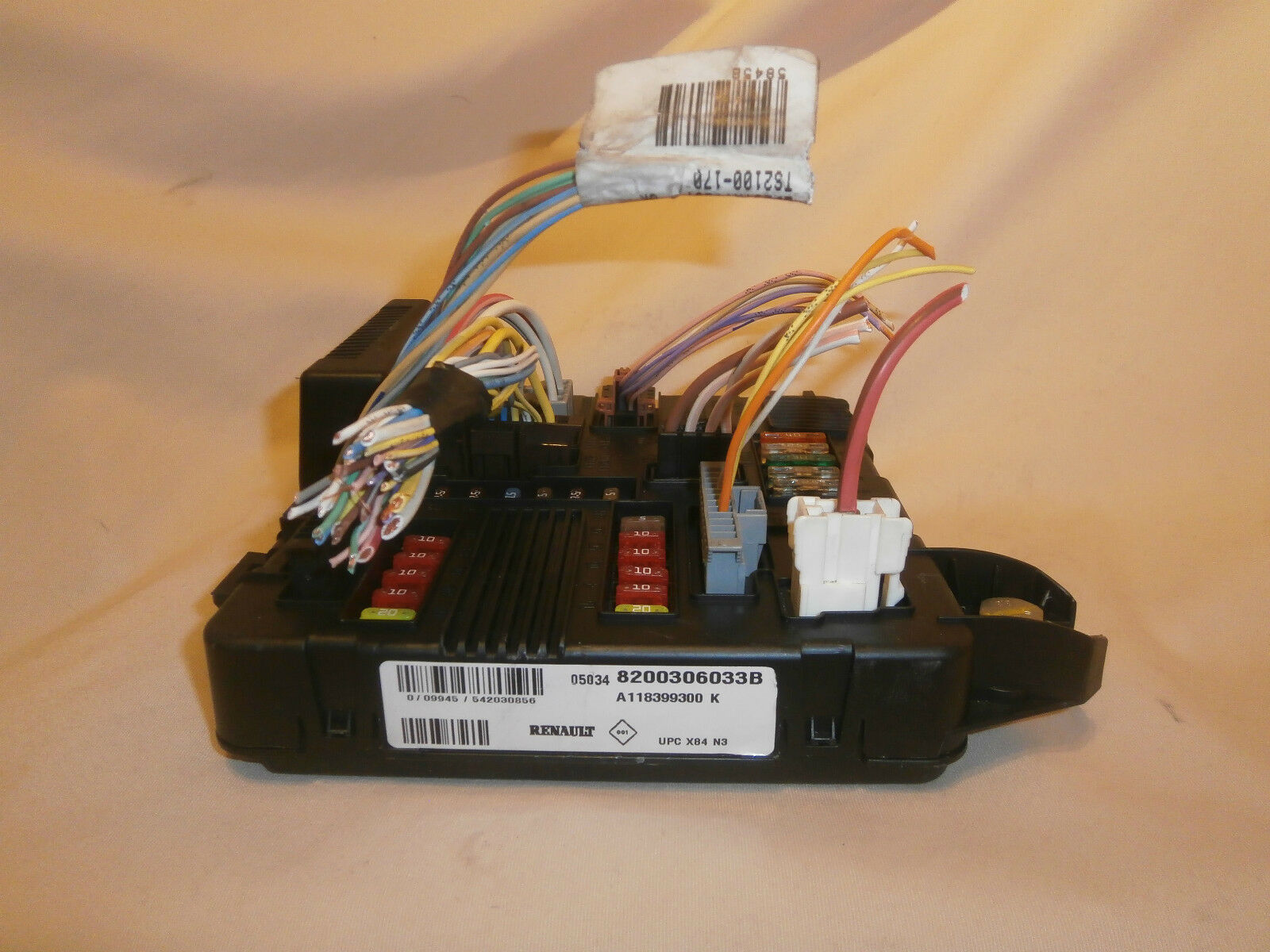 Renault Megane Ii Fusebox Body Control 8200306033b 6399 Fuse Box 1 Of 3 See More