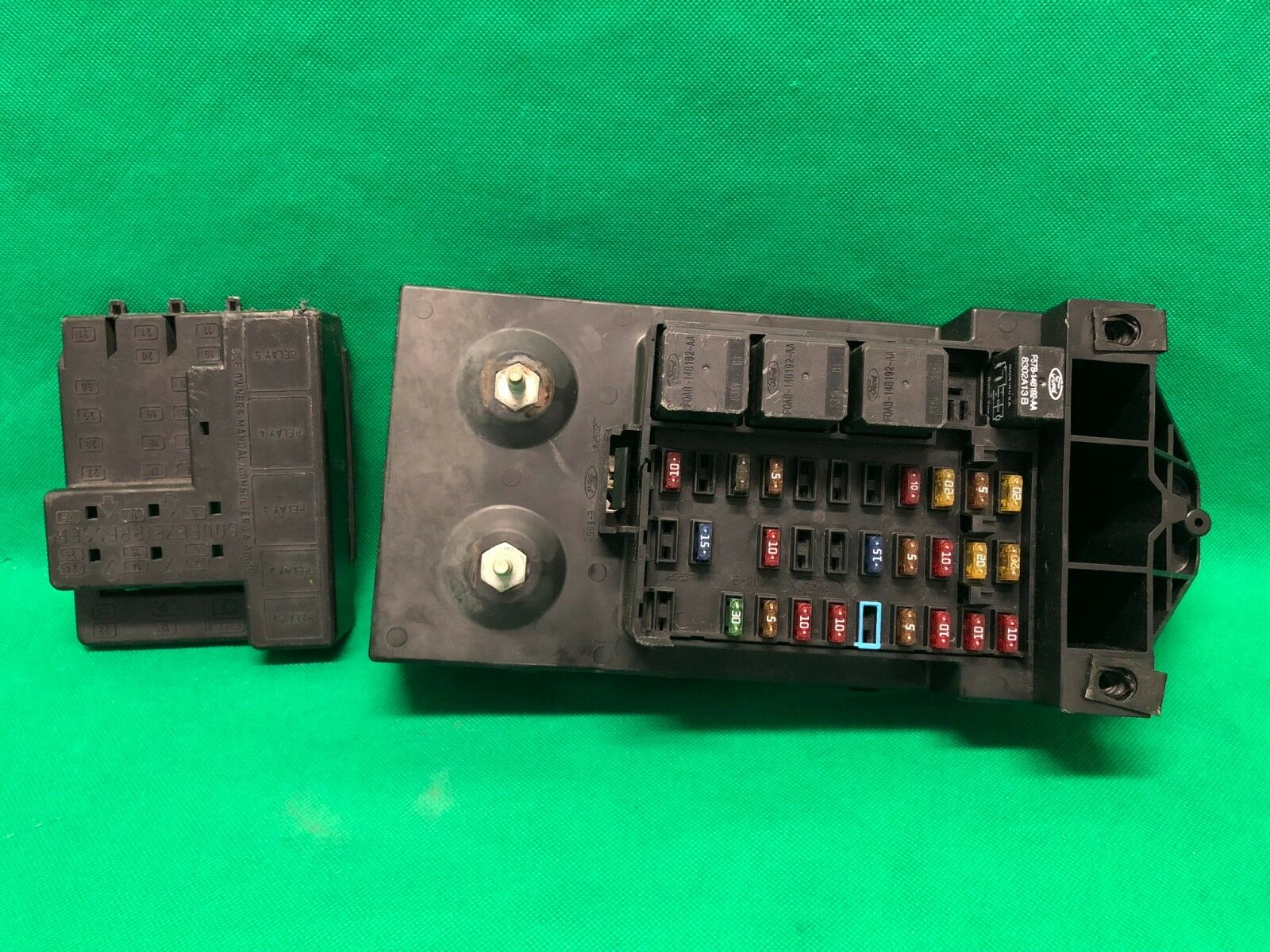 99 1999 Ford F250 F350 Interior Dash Fuse Box Relay Fusebox F81b 02 1 Of 12only Available