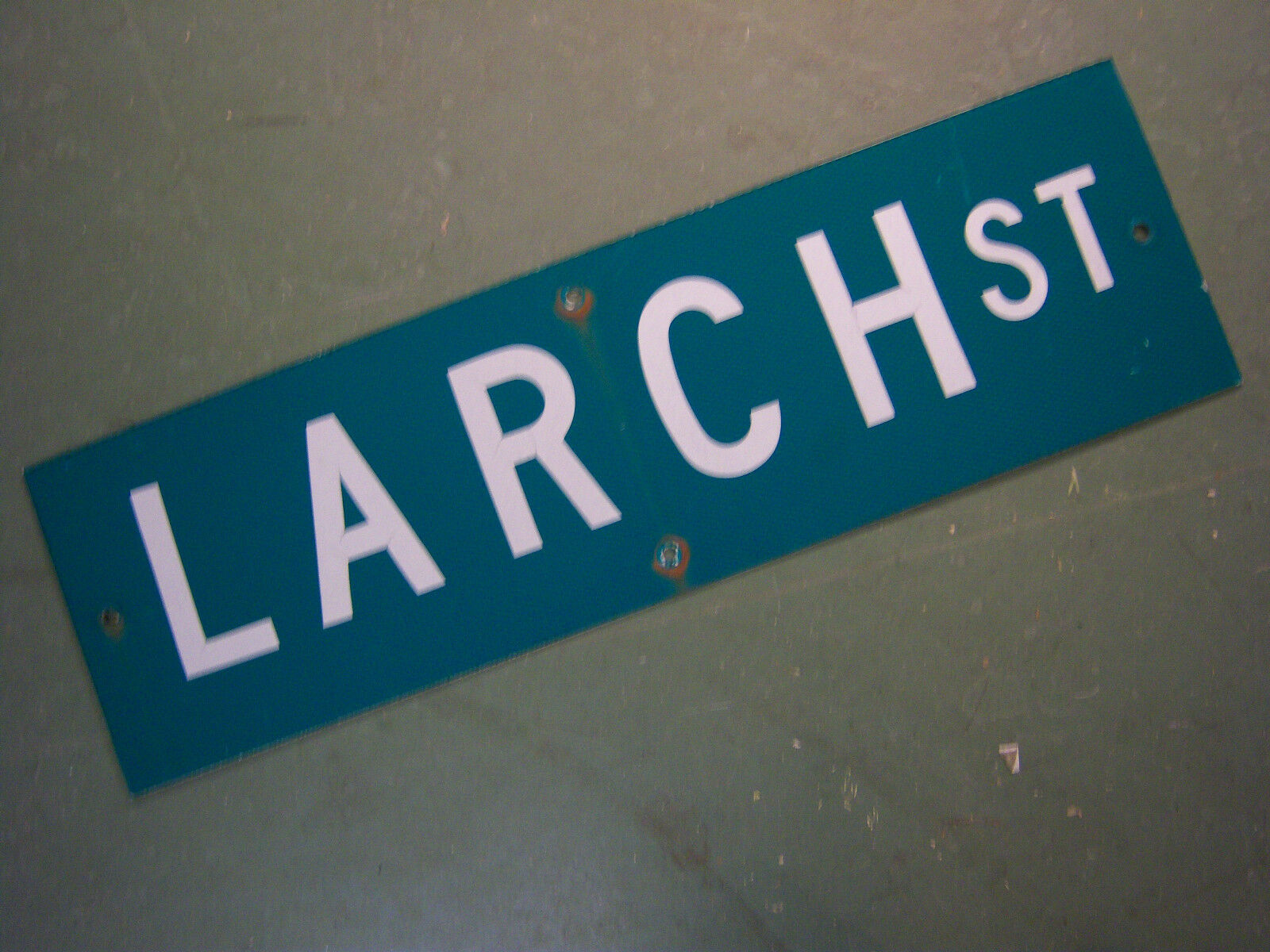 """Vintage ORIGINAL LARCH ST STREET SIGN 30"""" X 9"""" WHITE LETTERING ON GREEN"""