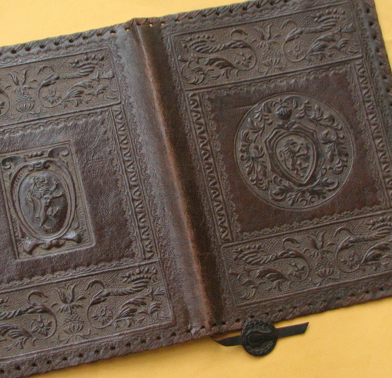 Older-VINTAGE-Hand-Tooled-LEATHER-BOOK-C