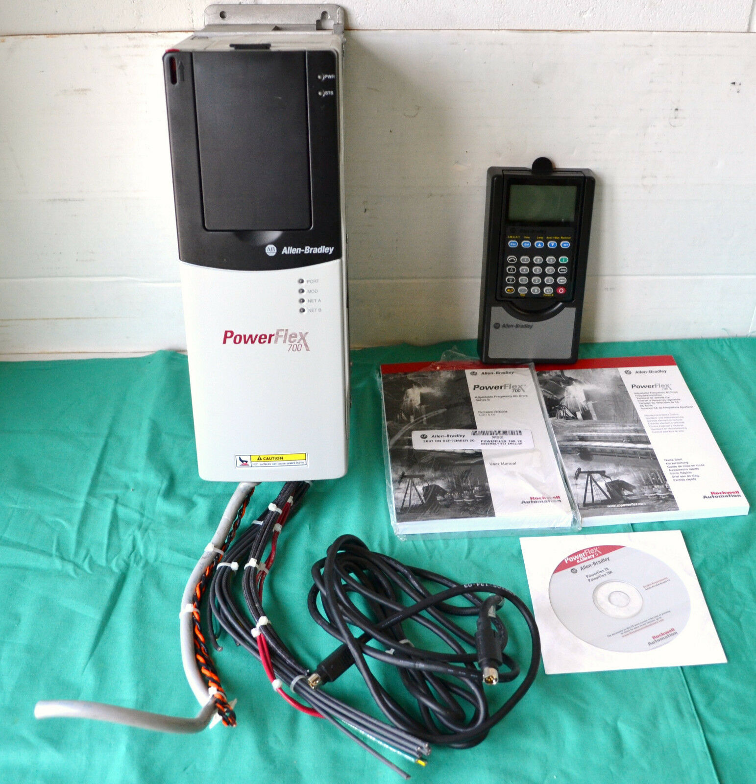 Allen Bradley Powerflex 700 Ac Drive 480v 3ph With Software Disc And Wiring Manual 1 Of 12only Available