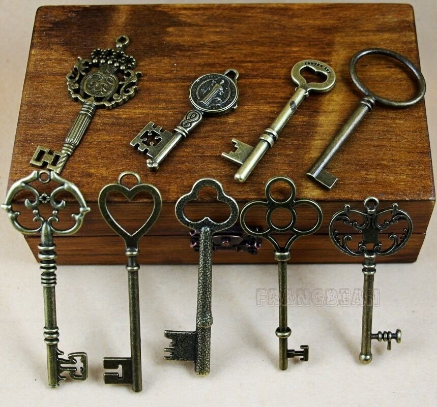 Antique Vintage Old Style Lock Skeleton Keys {Lot of 9} Jewelry Pendant