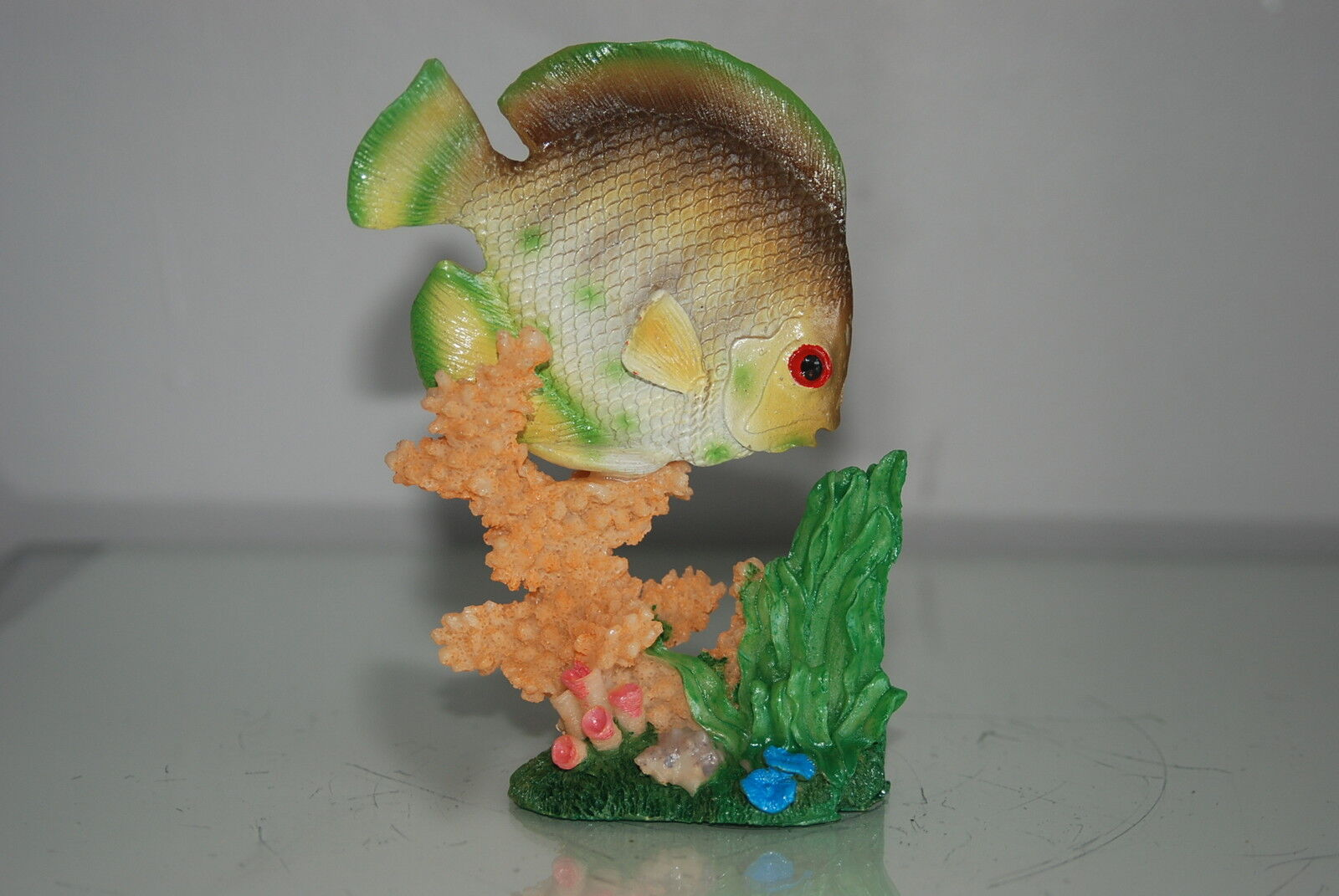 Aquarium Detailed Fish With Coral Base 9.5 x 5 x 14 cms For All Aquariums