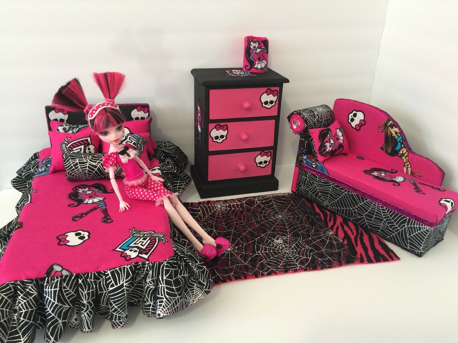 monster high bedroom furniture set draculaura bed sofa chest bed set lamp picclick. Black Bedroom Furniture Sets. Home Design Ideas