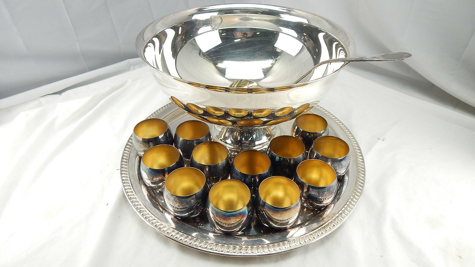 vintage sheridan silver plated punch bowl set large tray ladle 12 cups in box picclick. Black Bedroom Furniture Sets. Home Design Ideas