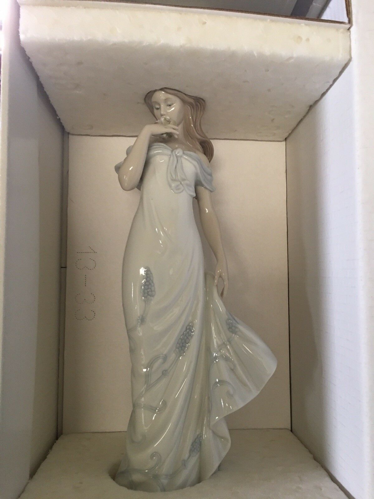 Authentic New Lladro Lady And The Rose Figurine In Its Original Box