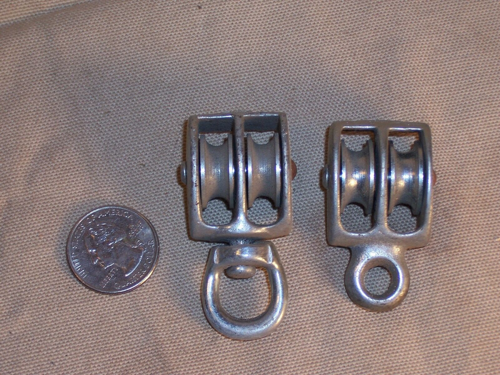 2 Vintage Cast Iron Pulleys Block Tackle Hardware Laundry Line Camping Lanterns