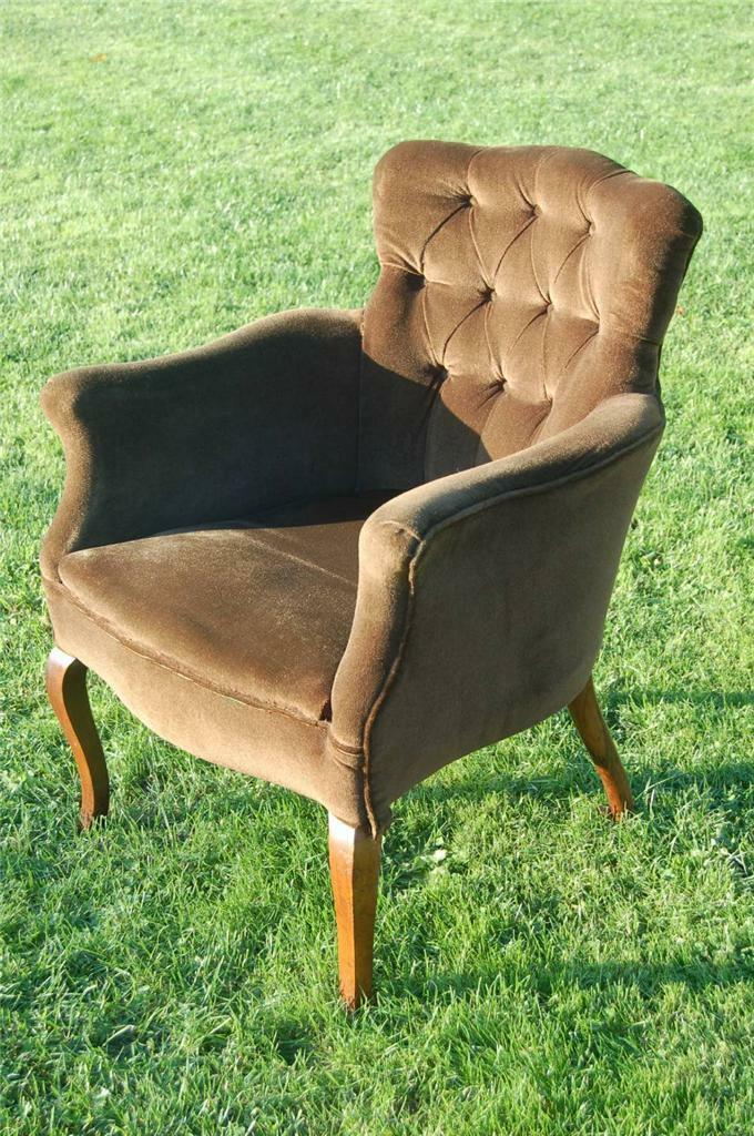 Delightful Vintage Victorian Styled Button Backed Captains Chair