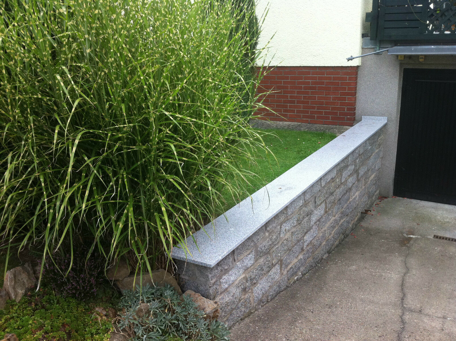 mauerabdeckung naturstein grau massiv granit abdeckplatte mauerplatte stein neu eur 19 99. Black Bedroom Furniture Sets. Home Design Ideas