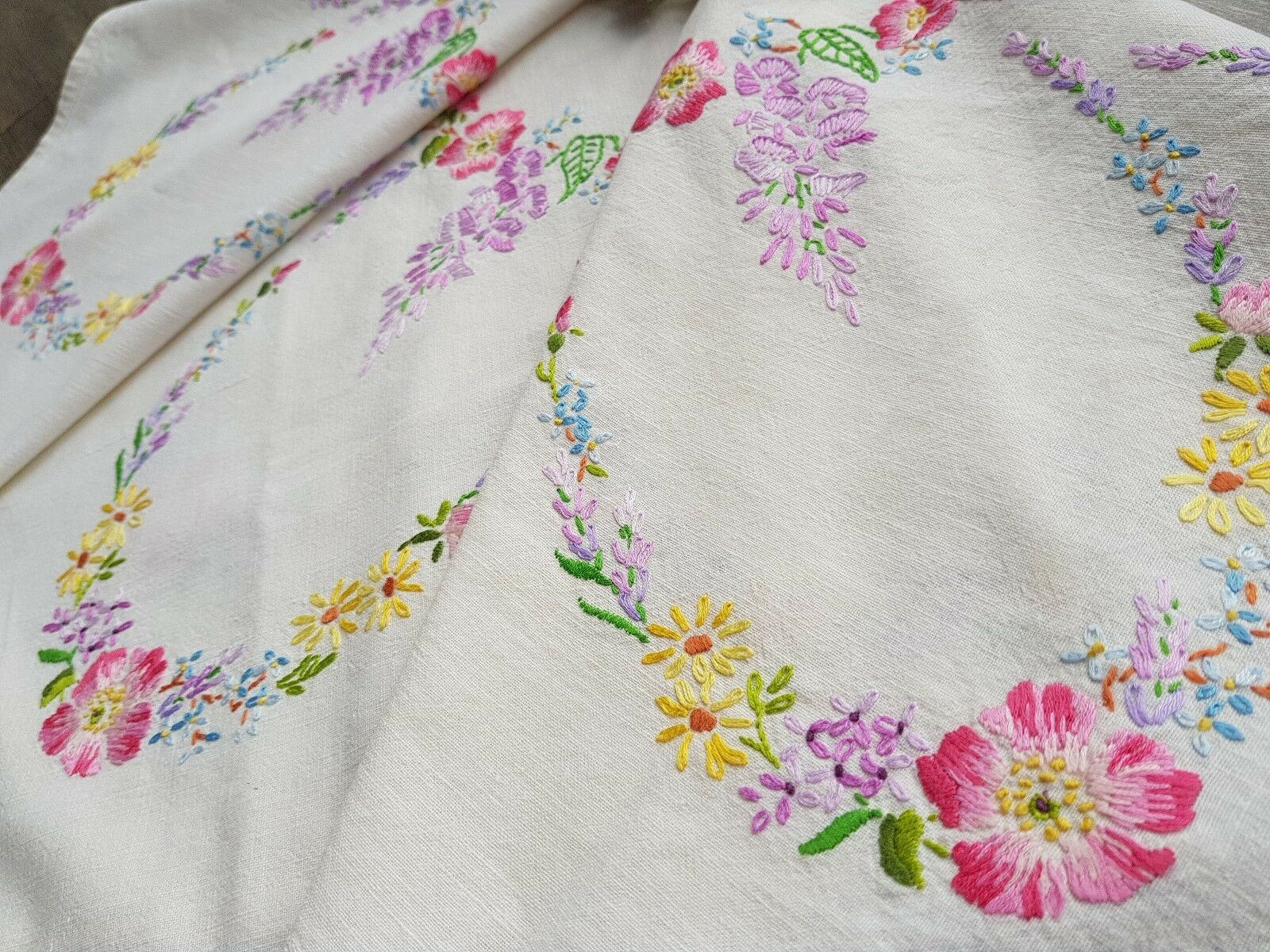 BEAUTIFUL VINTAGE Hand Embroidered Tablecloth With Flowers - U00a311.50 | PicClick UK