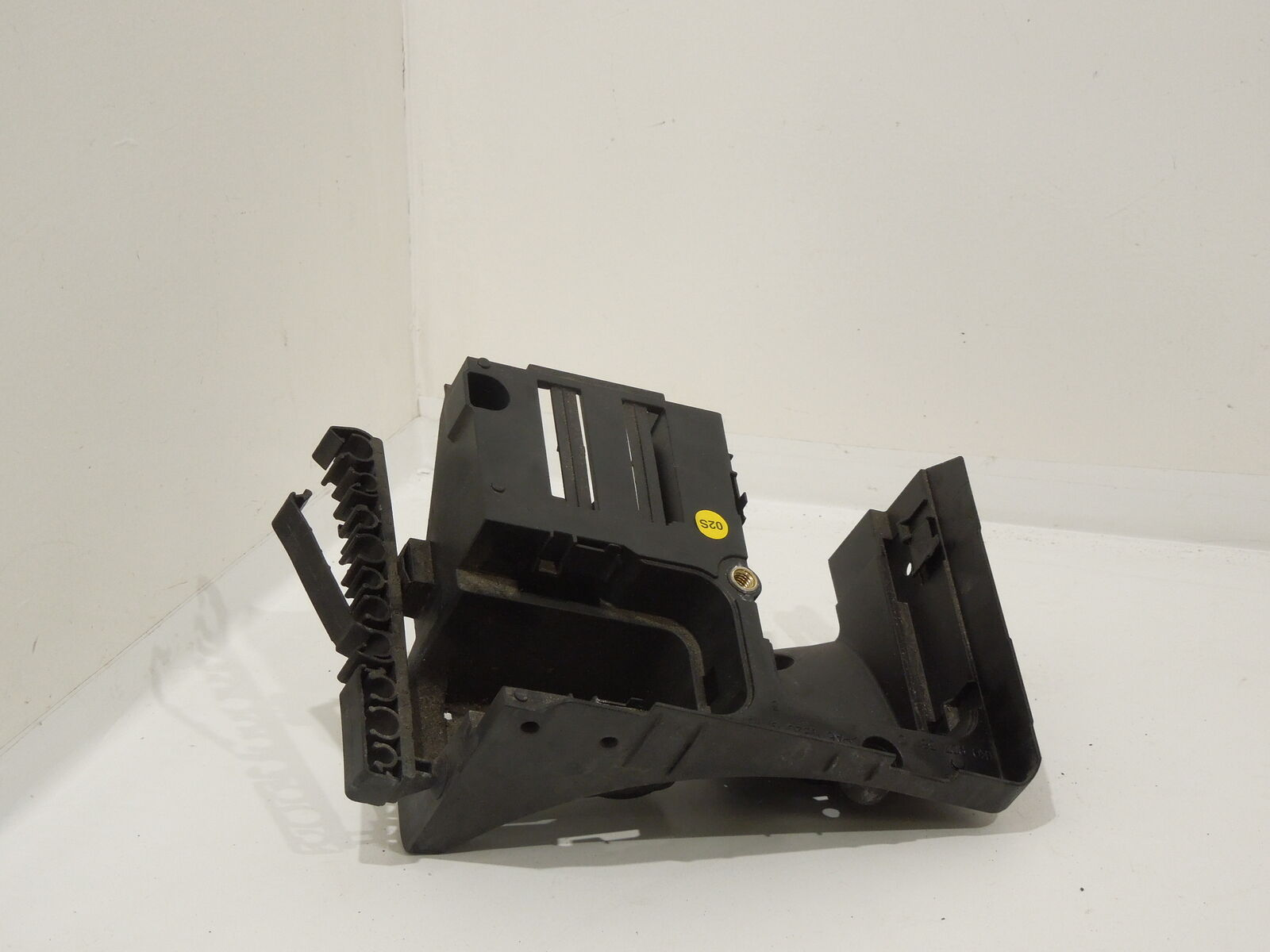 Audi A3 8p Main Relay Fuse Box Support Bracket 1k0907361c 1699 2006 1 Of 1only 2 Available