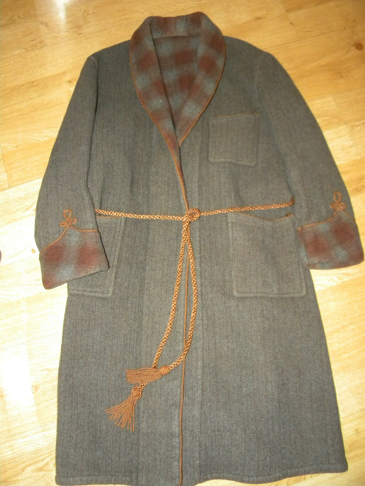 VINTAGE heavy all wool dressing gown / smoking jacket with gold ...