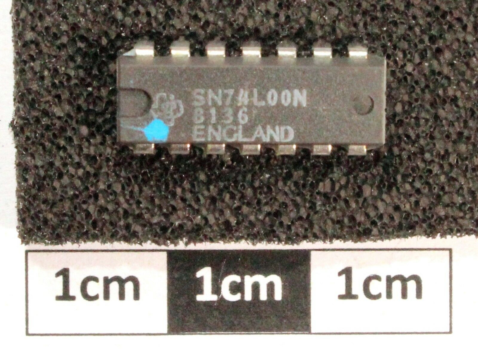 Ti Sn74l00n Quad 2 Ip Nand Gate Dil14 130 Picclick Uk 7400 2input Pin Layout 1 Of See More