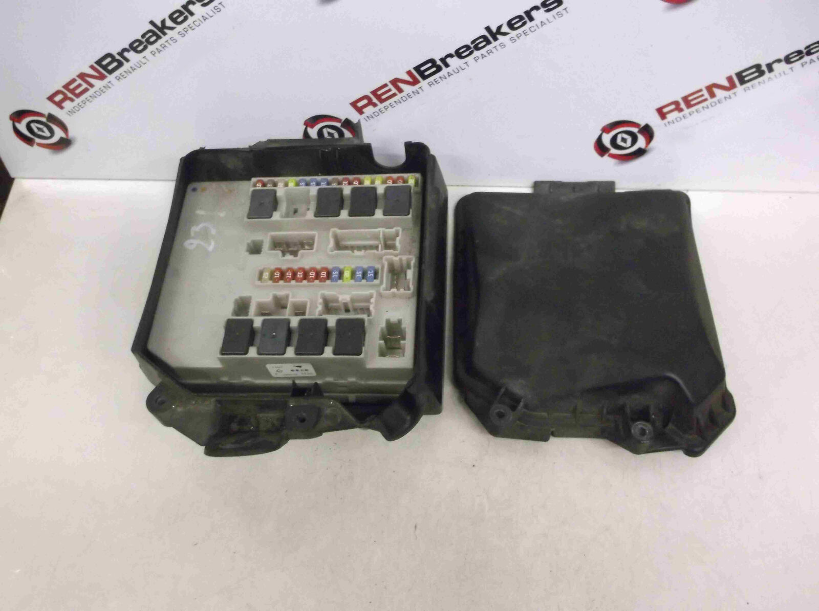 Renault Clio MK3 + Modus 2005-2012 Engine Bay Fuse Box Relay UPC 356231