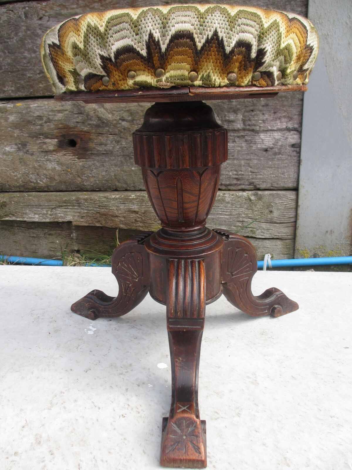 Victorian carved Oak adjustable screw top upholstered piano stool (ref 149)