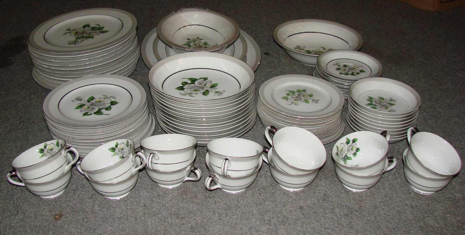 lot of 78 pieces white pattern 3939 china japan