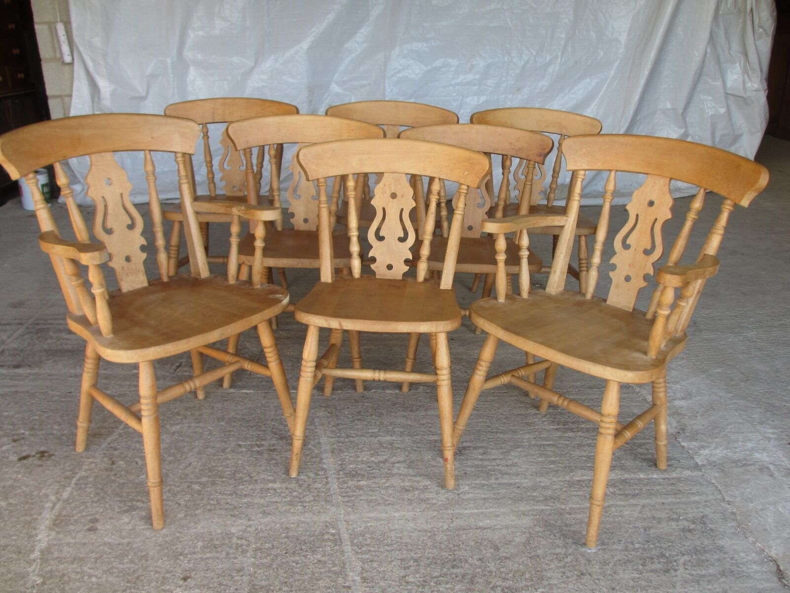 Set of 8 beech bar and turned back Windsor style kitchen chairs (474)