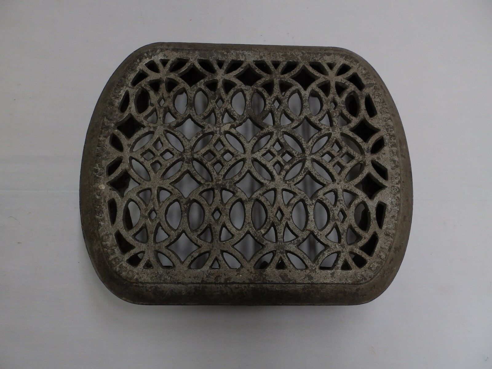 Small  Antique Cast Iron Radiator Cover Decorative Old Vintage Hardware 4920-15