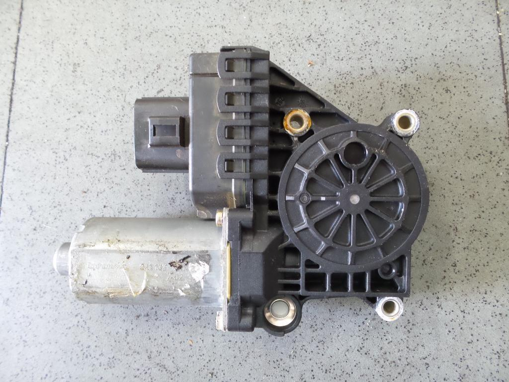Jaguar s type left front power window motor x202 06 02 for 2001 jaguar s type window regulator
