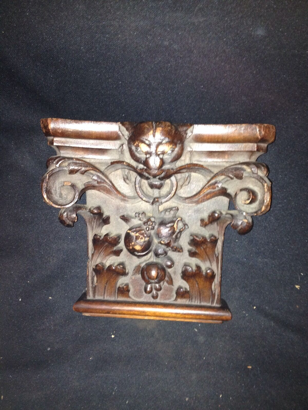 """Early 8 1/4"""" Carved Wood Pediment W/ Cat Face"""