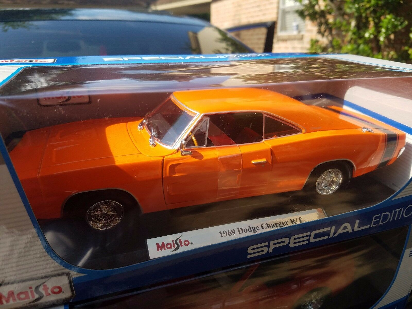 Exclusive maisto 1 18 scale diecast model 1969 dodge charger r t cad 28 38 picclick ca