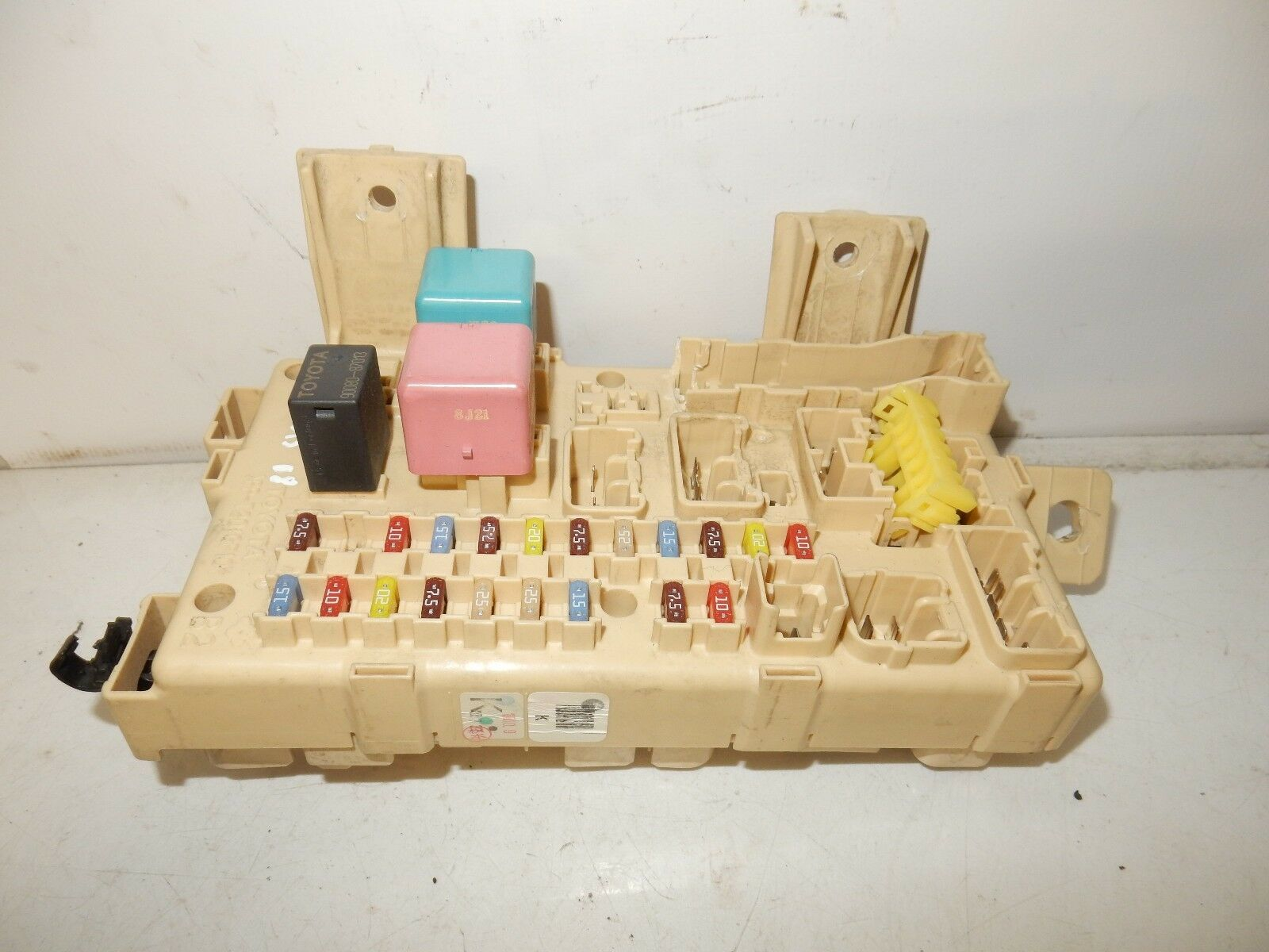 Toyota Avensis 2008 Mk2 Fuseboard Fuse Box 82641 05030 2895 In 1 Of 4only Available