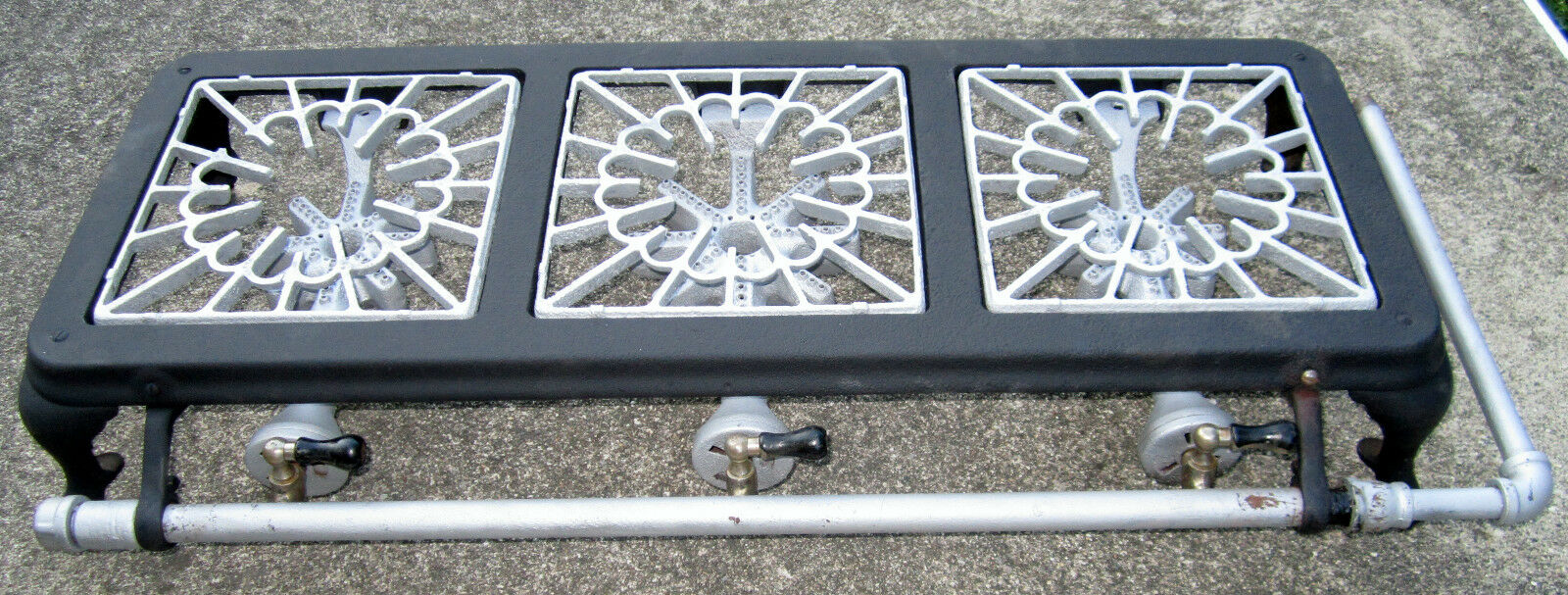 VINTAGE GRIWOLD ? CAST IRON 3 BURNER TABLE TOP  PATIO CAMPING GAS STOVE