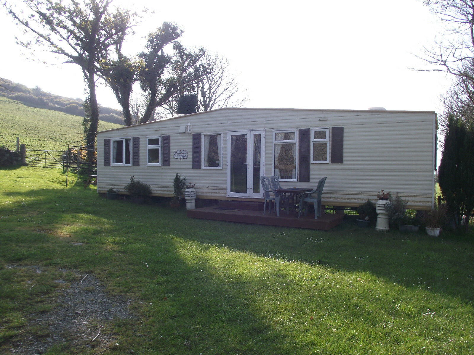 Unique Caravan For Hire In Anglesey North Wales Peace And Quiet With Sea