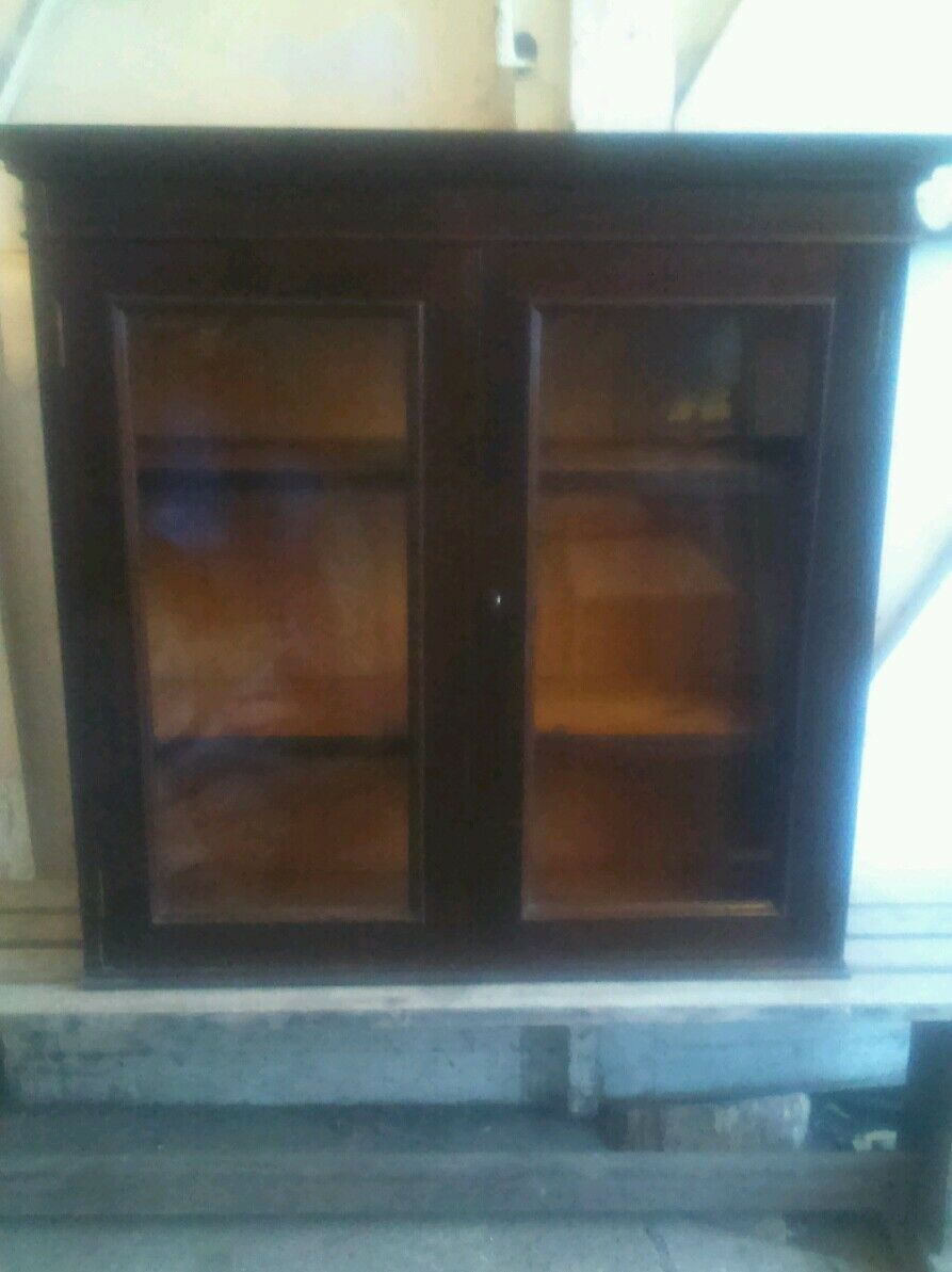 Beautiful antique Bookcase, shelves, freestanding, lockable, key.