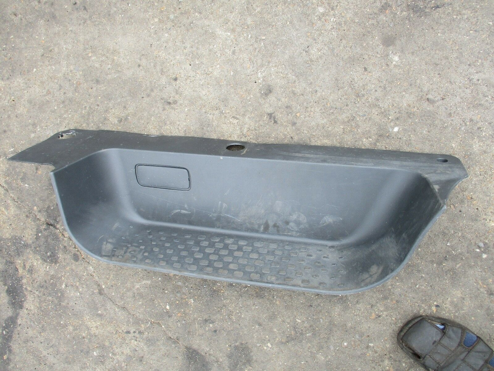RENAULT TRAFIC 1.6 Vivaro NV300 Front Door Step Trim COVER Right ...