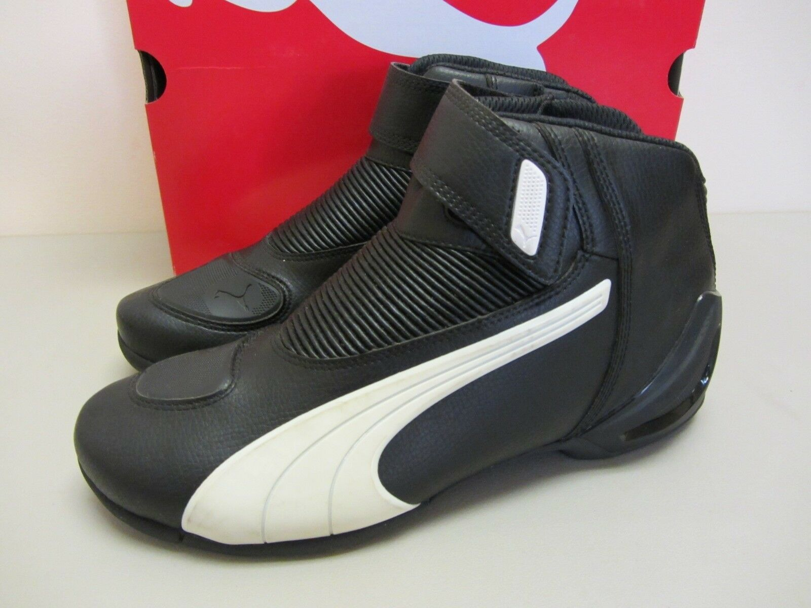 Puma Flat 2 v2 Size 6 US Black w White Motorcycle Shoes CLOSEOUT </p>                     </div> 		  <!--bof Product URL --> 										<!--eof Product URL --> 					<!--bof Quantity Discounts table --> 											<!--eof Quantity Discounts table --> 				</div> 				                       			</dd> 						<dt class=