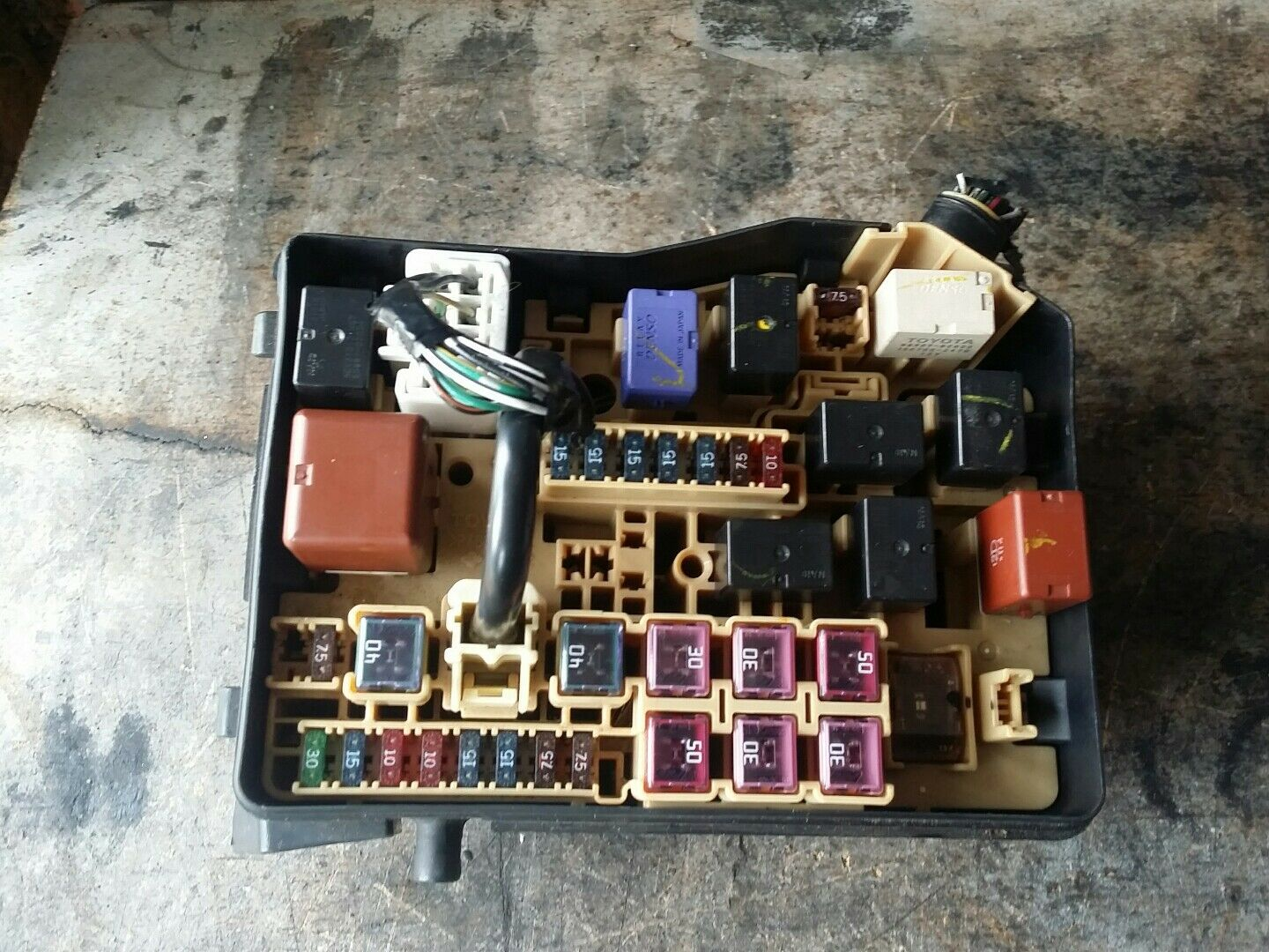 2003 Toyota Avensis Verso 20 Petrol Fuse Box 2200 Picclick Uk In 1 Of 1free Shipping