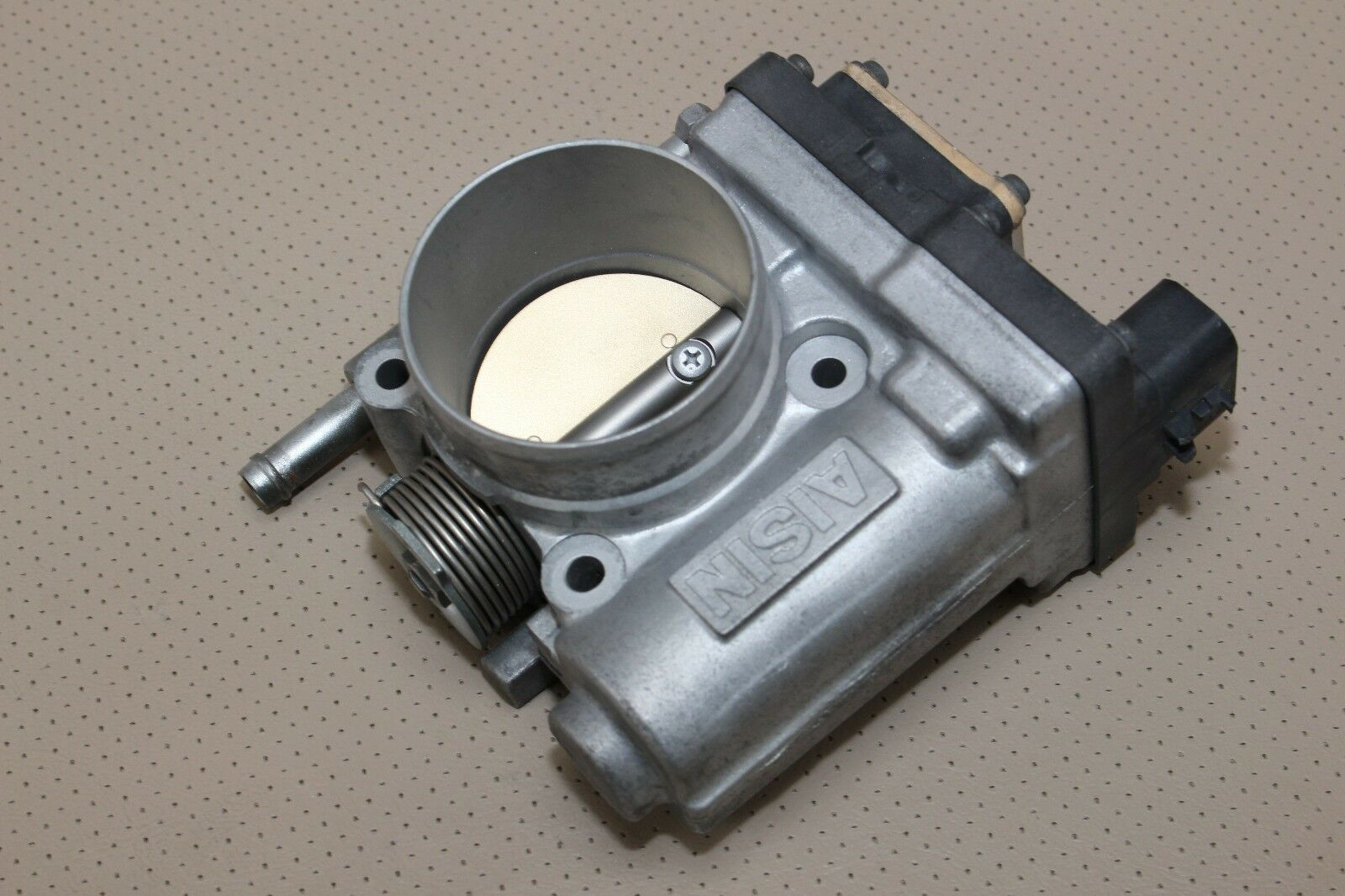 00 03 Isuzu Rodeo Passport Trooper 35l Throttle Body Electronic 1999 Amigo Water Pump Aisin Non Cable 1 Of 5only 2 Available See More