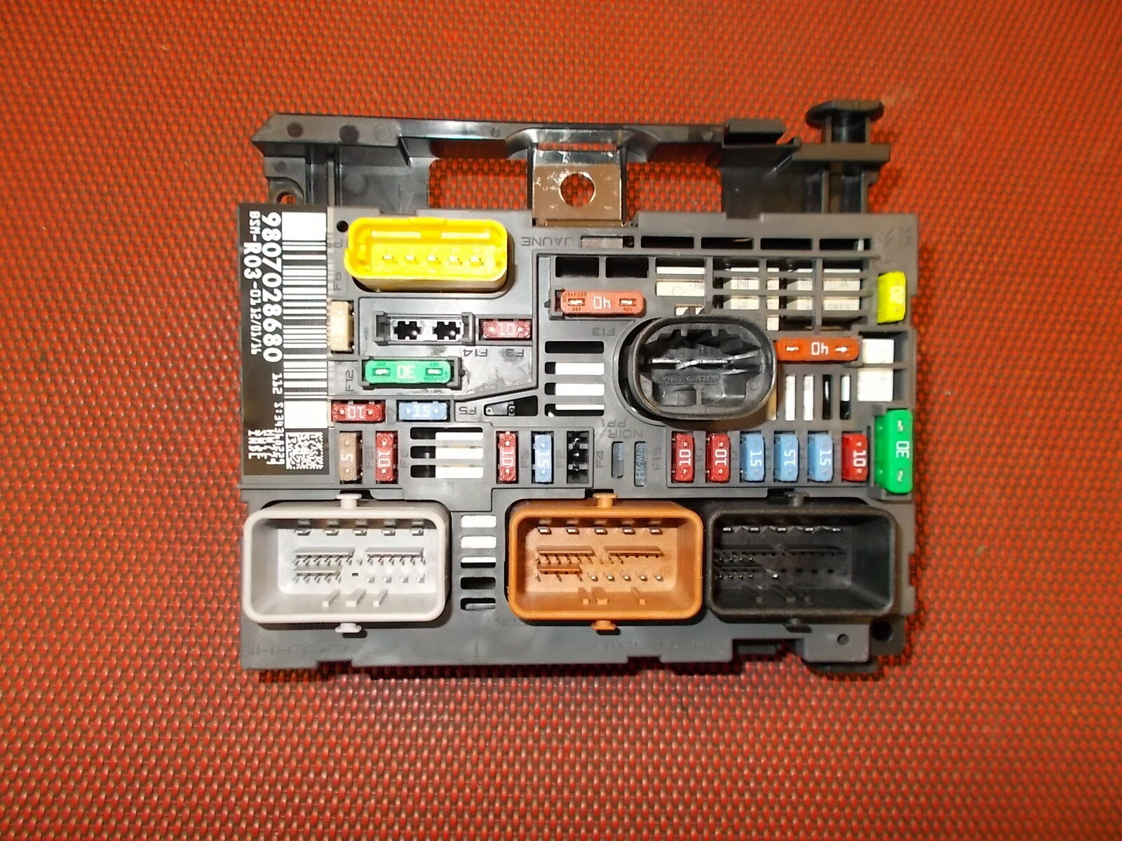 Fuse Box On A Peugeot Expert Wiring Library Genuine Mk3 Under Bonnet 9807028780 1 Sur 2