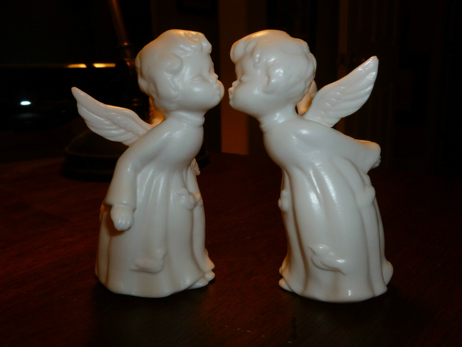 kissing figurine Vintage angels