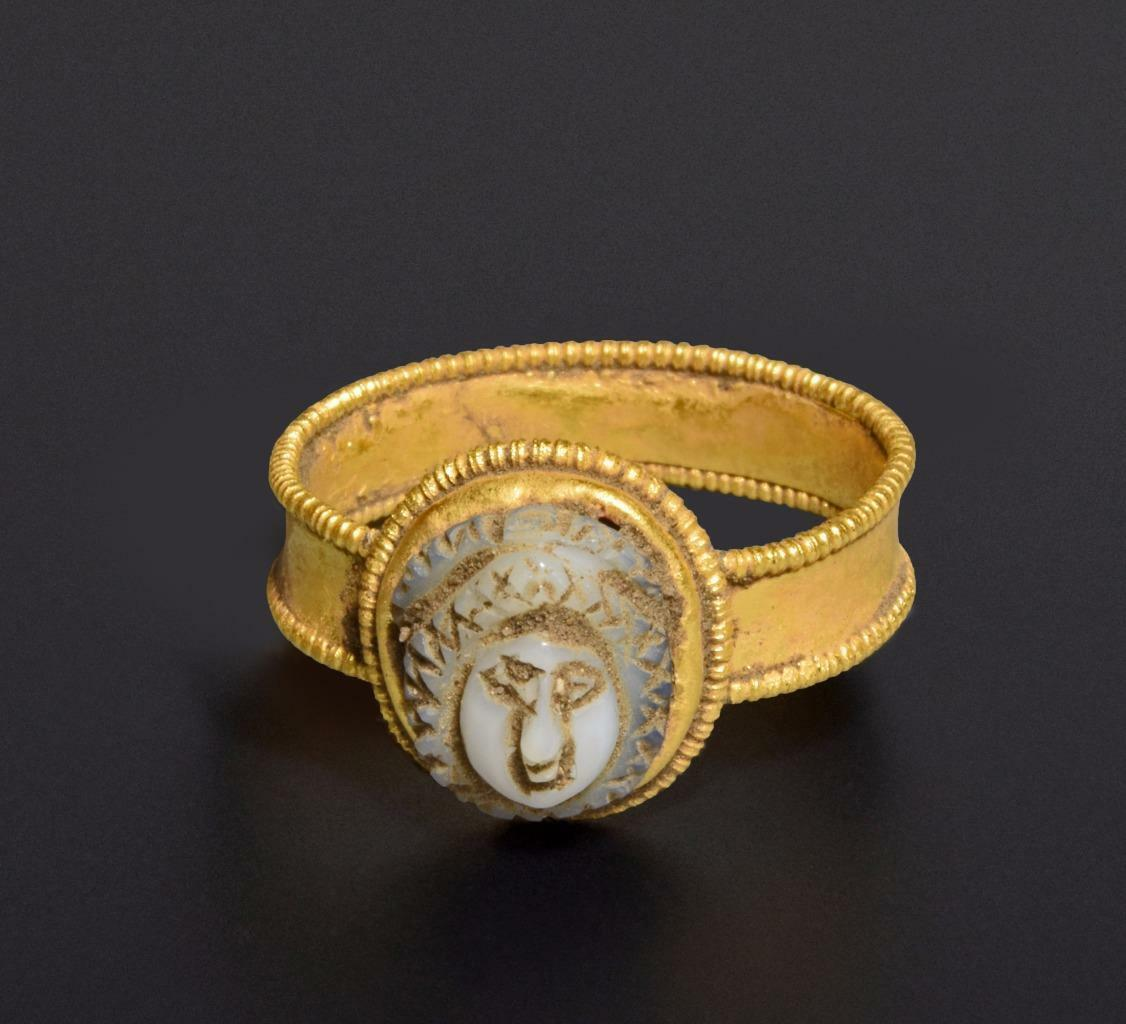 Roman gold ring with cameo: 2nd-3rd century AD.