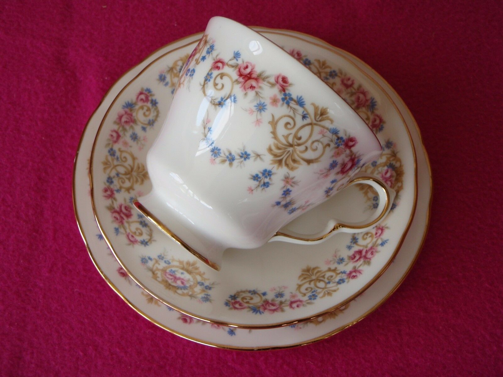 dating fine bone china Seyei china - back stamped fine seyei china japan on every piece but no numbers can be i have an 18 piece seyei china tea set of the fluer pattern dating back to.