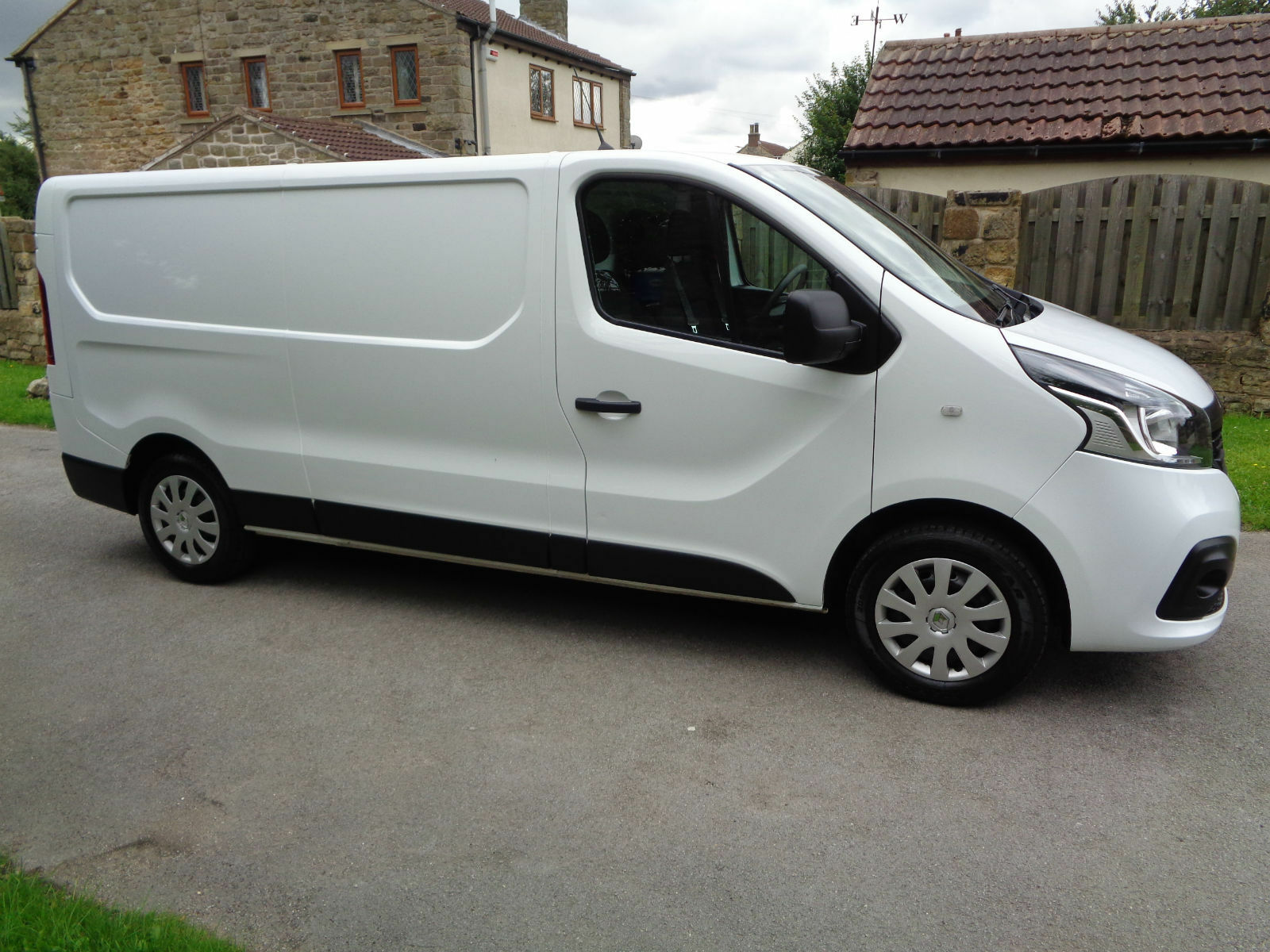 2016 66reg renault trafic euro 6 120 business with sat nav air con 11. Black Bedroom Furniture Sets. Home Design Ideas