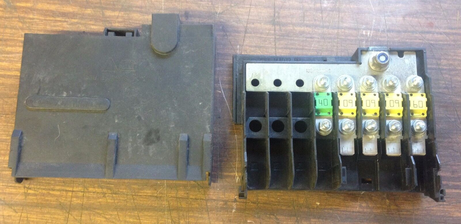 Ford Fiesta 14 Under Bonnet Fuse Box 5607001460 2002 2008 Mk6 T3040204222610 1 Of 2only 3 Available